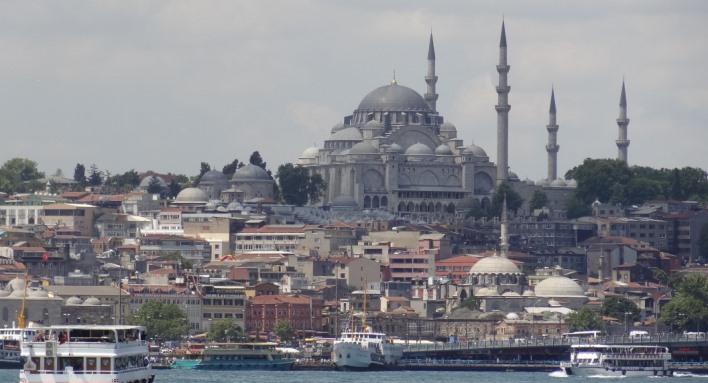 Súd v Istanbule prepustil troch novinárov obvinených zo šírenia teroristickej propagandy