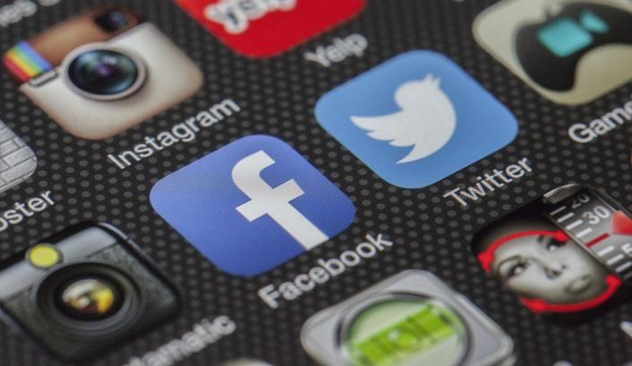 Analýza účtov ruských médií na Twitteri pred francúzskymi voľbami