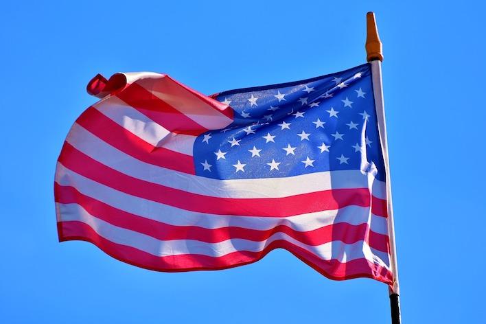 Rusko, Čína a Irán sa snažia ovplyvniť voľby v USA, tvrdí americká tajná služba