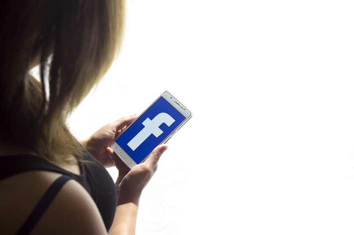 Facebook odstránil stránky dezinformátora Stephena Bannona
