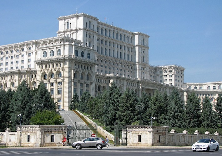 Vďaka pandémii a hoaxom sa do parlamentu dostali rumunskí kotlebovci