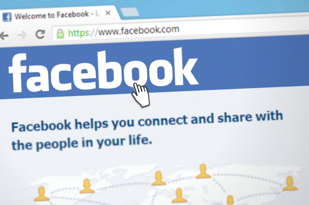 Facebook tvrdí, že odstraňovanie fake news je v rozpore so slobodou slova