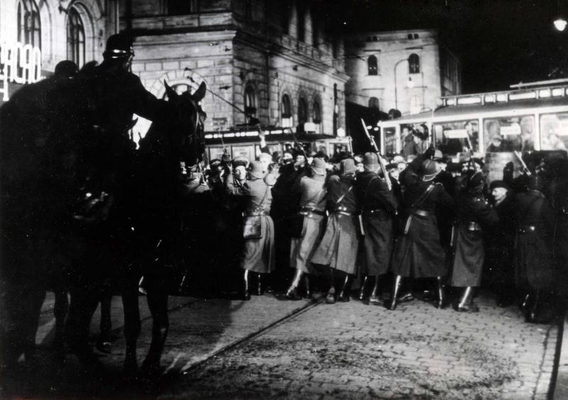 Sto rokov hybridnej vojny Kremľa (VI.)
