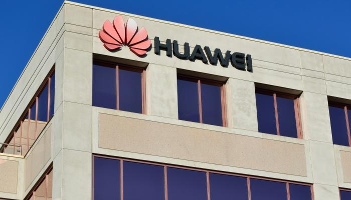 V Poľsku zatkli pre špionáž zamestnanca Huawei, Praha prehodnotí partnerstvo s Pekingom