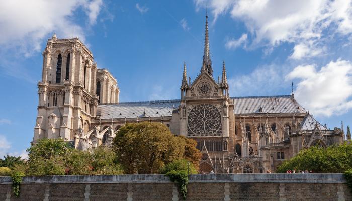 Ešte kým katedrála Notre-Dame horela, dezinformátori spustili vlnu konšpirácií