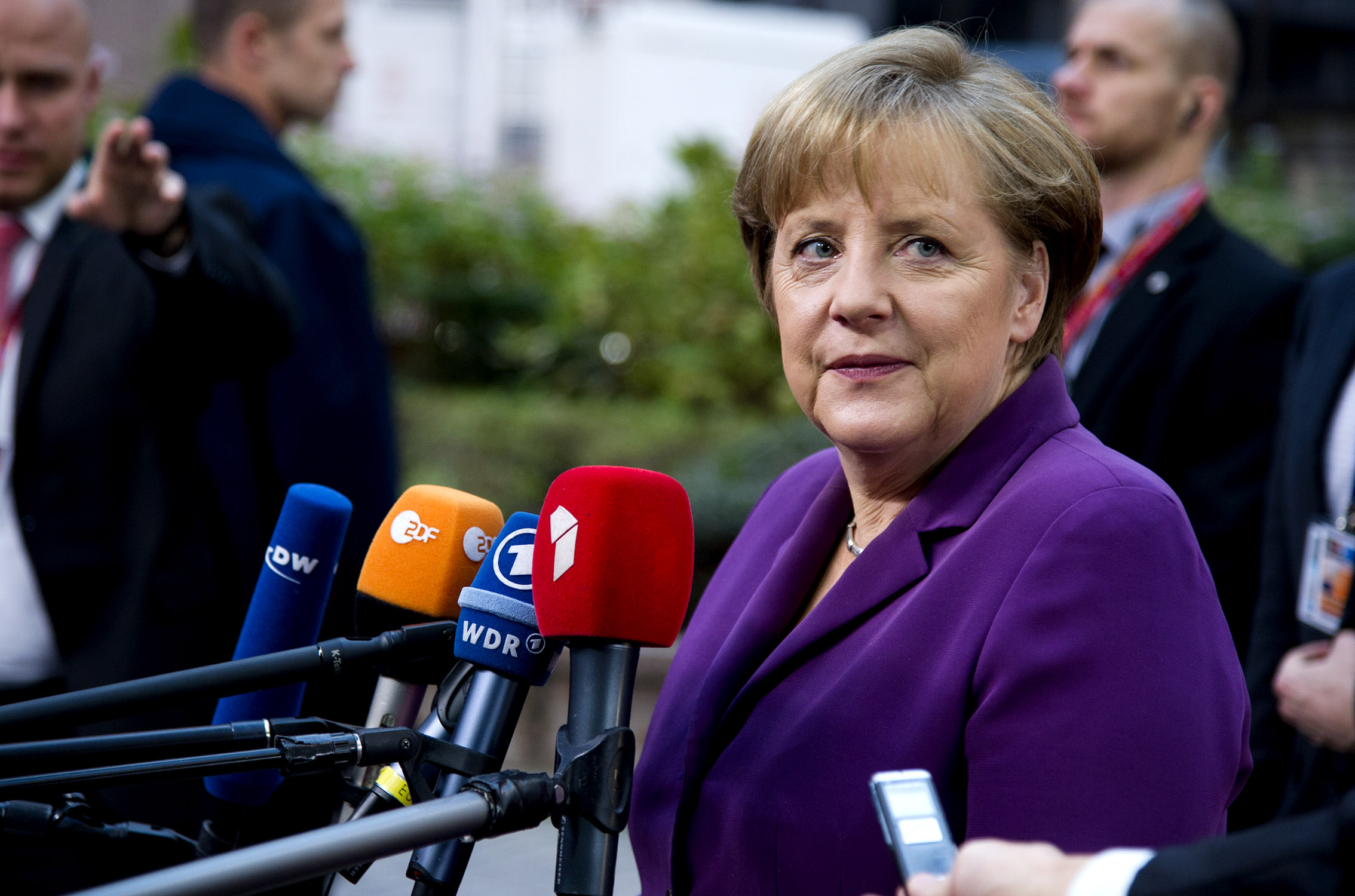 Jaroslav Paška z SNS obvinil Merkelovú z krádeže respirátorov