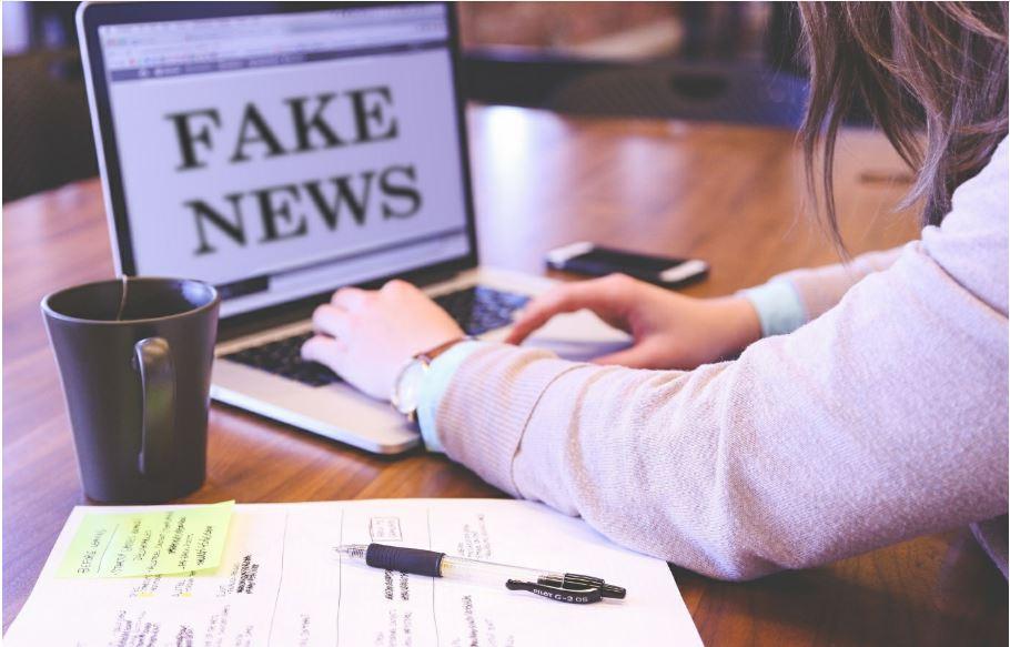 Výskum v Čechách: Túžia po uznaní, preto šíria hoaxy, aby zmenili svet