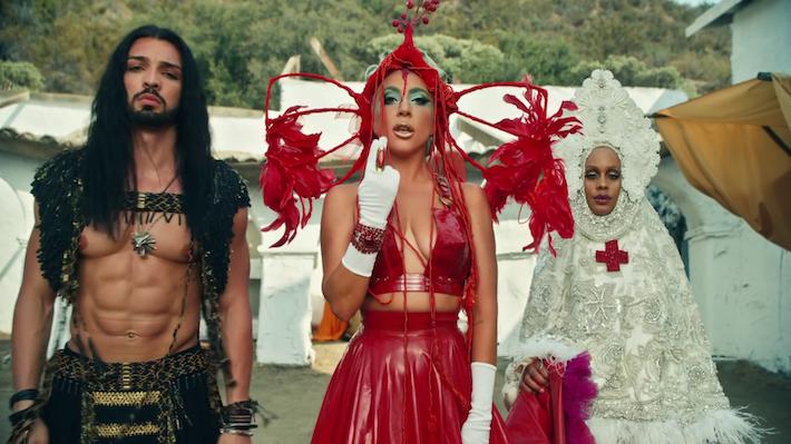 Lady Gaga bez podprsenky posiela vo videoklipe tajné posolstvo pre Arménov